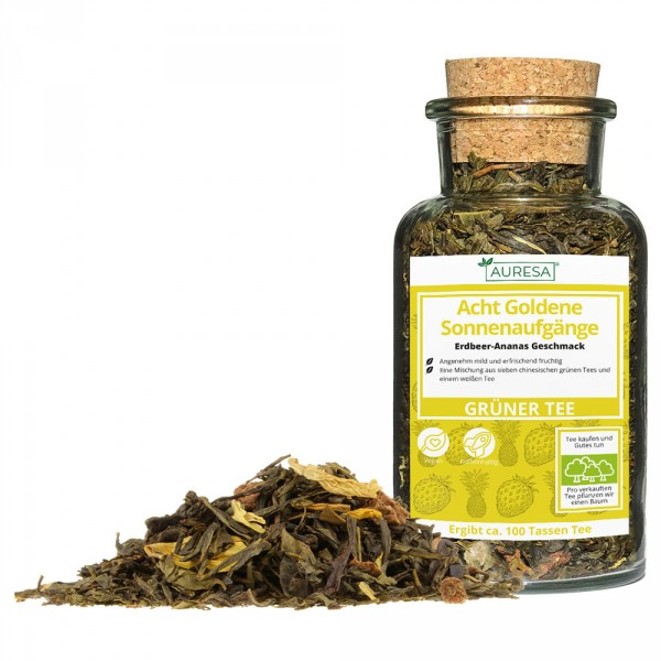 Loose green tea mix Acht goldene Sonnenaufgänge in a glass