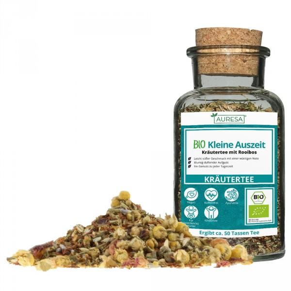Organic herbal tea kleine Auszeit in a glass