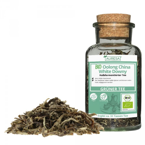 Loose tea organic Oolong China White Downy in a glass
