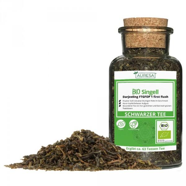 Loose green tea Darjeeling Bio Singell in a glass