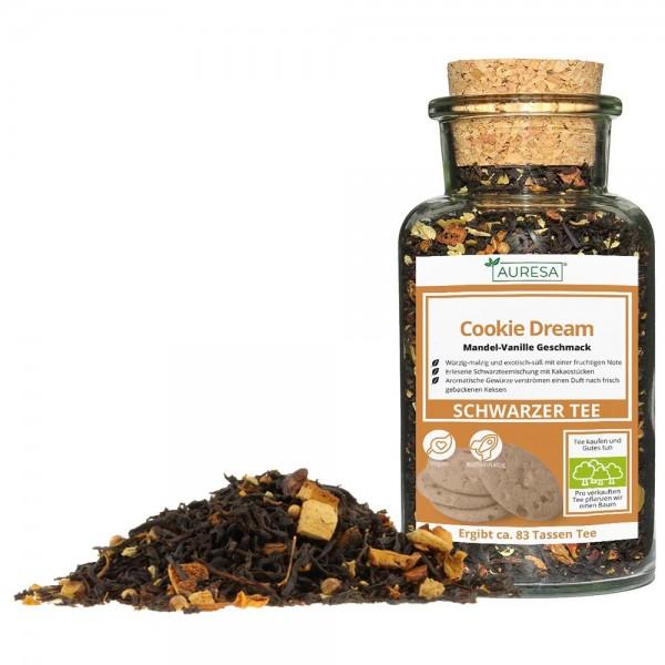 Loose black tea Cookie Dream in a glass