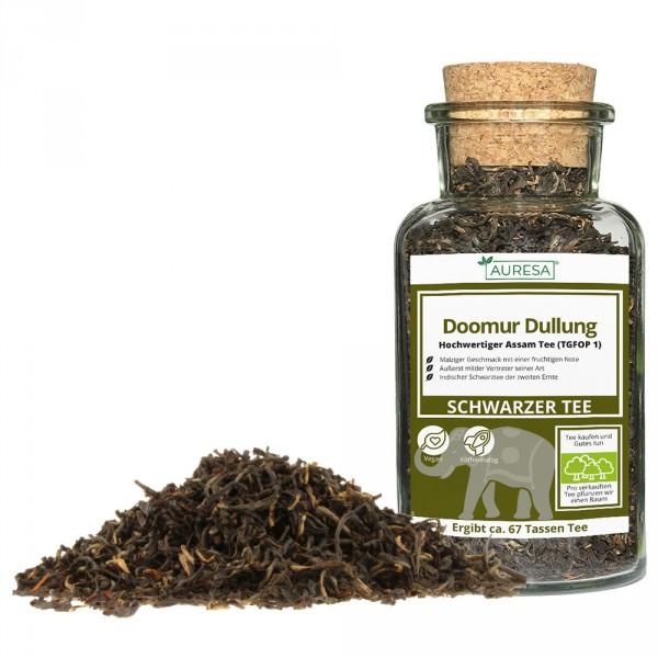 Loose black tea Doomur Dullung in a glass