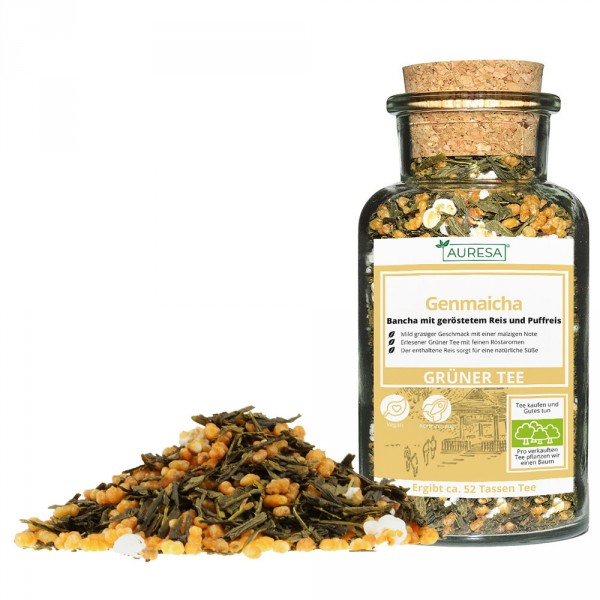 Loose green tea Genmaicha with glass