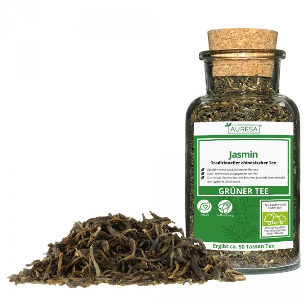 Loose Chinese green tea jasmine in a glass