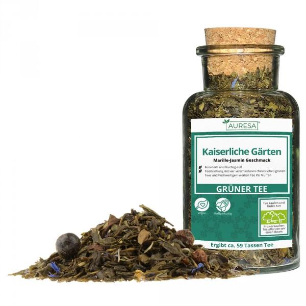 Loose green tea Kaiserliche Gärten in a glass