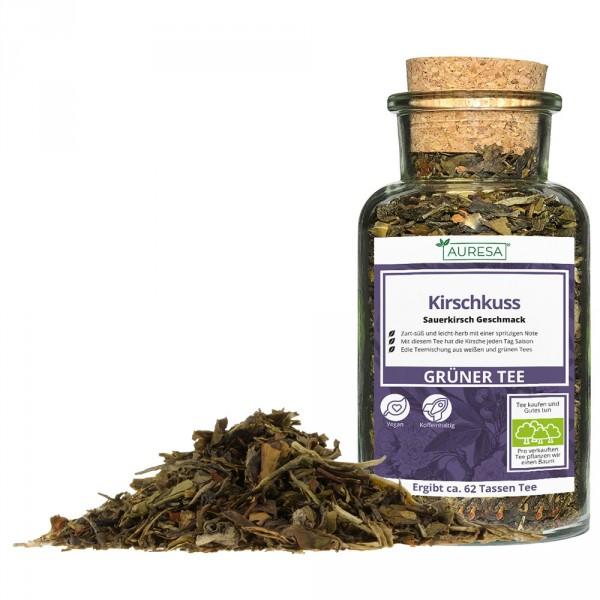 Loose tea with a green Darjeeling Kirschkuss in a glass