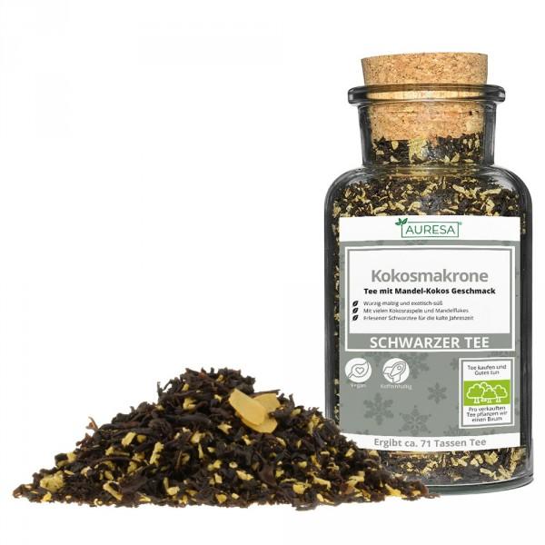 Loose black tea Kokosmakrone in a glass