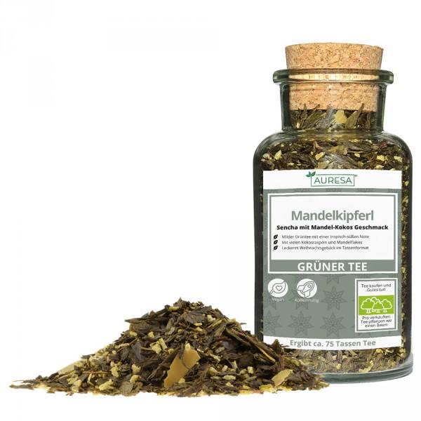 Loose green tea China Sencha Mandelkipferl in a glass