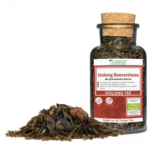 Loose flavored Oolong Beerenhexe in a glass