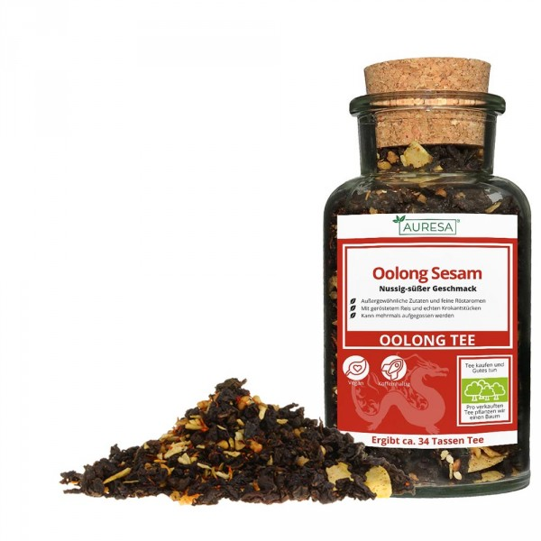 Loose Oolong tea sesame in a glass