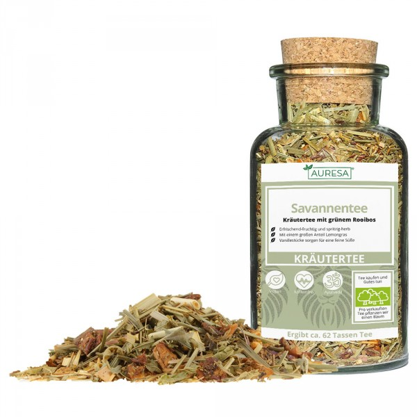 Loose herbal tea Savannentee in a glass
