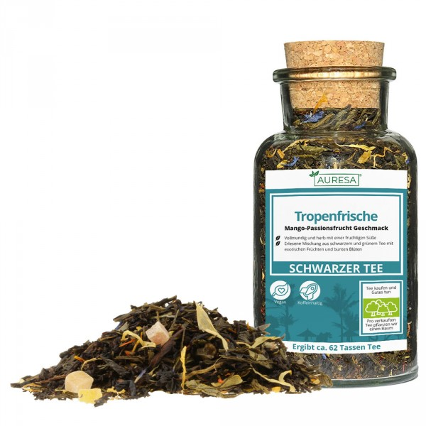 Loose black and green tea mix Tropenfrische in the glass